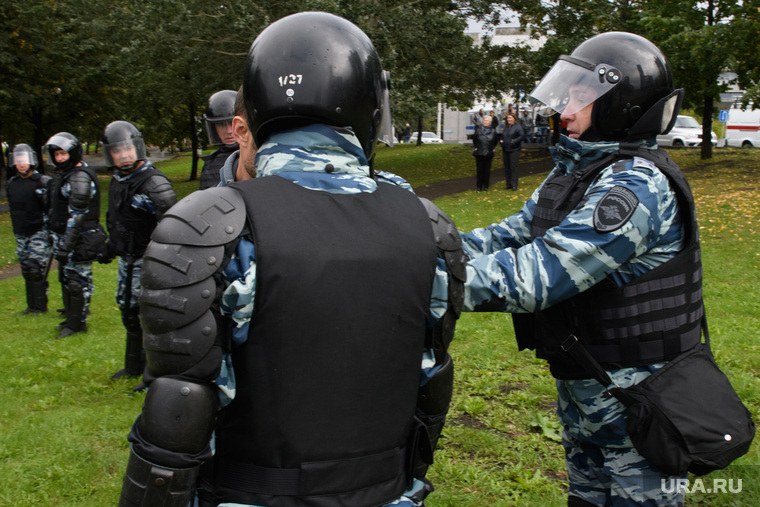 Задержания участников митинга против пенсионной реформы в Екатеринбурге, полиция, оцепление