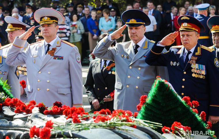 Празднование 9 мая. Челябинск, отдать честь, сергеев андрей, никитин юрий, чернятьев денис, возложение цветов, вечный огонь