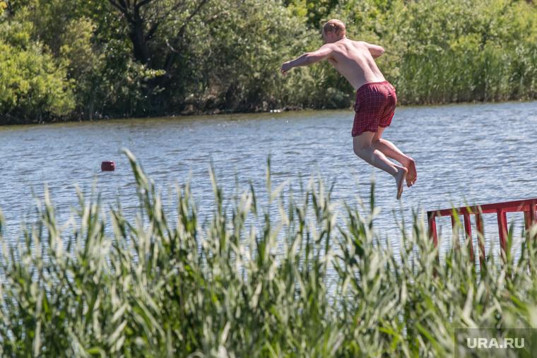 Разное. Курган , пляж бабьи пески, лето, речка, купание, прыжок в воду, ныряет