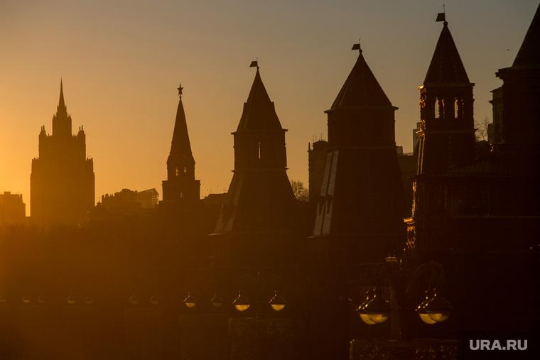 Пробки в городе. Москва, башни кремля