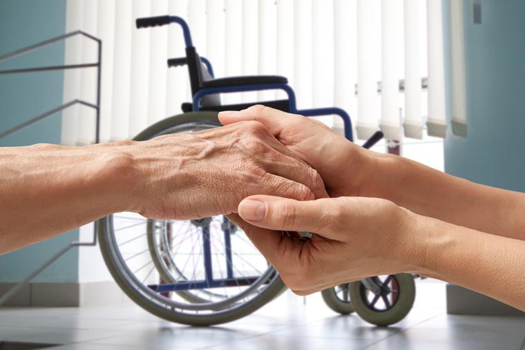 Клипарт depositphotos.com, пенсионерка, держаться за руки, пособие инвалидам, социальное пособие, льготы инвалидам, старые руки, инвалидное кресло