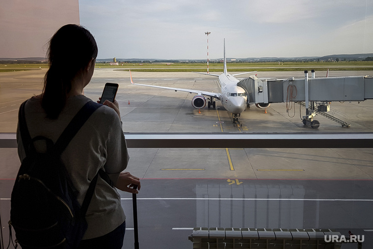 Зал ожидания аэропорта «Кольцово». Екатеринбург, аэропорт, туризм, ожидание, полет, телетрап, аэрофлот, авиалайнер, пассажиры, авиакомпания, туристы, взлетное поле, боинг 737-800, vq-bhw, федор плевако, пассажирский рукав, перелет