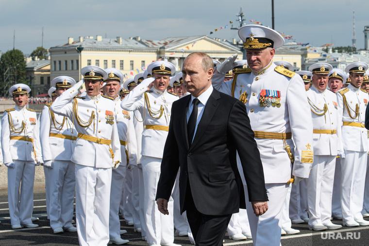 Торжественная церемония празднования Дня ВМФ на Сенатской площади. Санкт-Петербург, парад, офицеры, путин владимир, день вмф, военные моряки, евменов николай