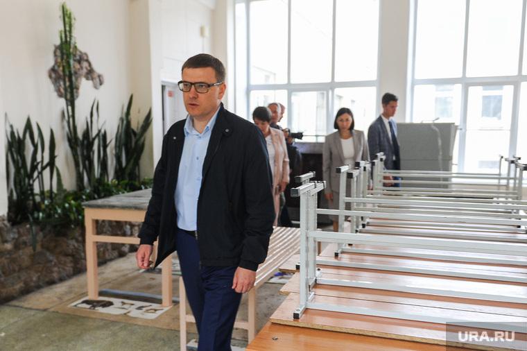 Поездка Алексея Текслера в Металлургический район. Челябинск, столы, котова наталья, текслер алексей, школьная столовая