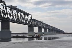 В марте компанией Руслана Байсарова были соединены обе части трансграничного железнодорожного моста Нижнеленинское - Тунцзян над рекой Амур