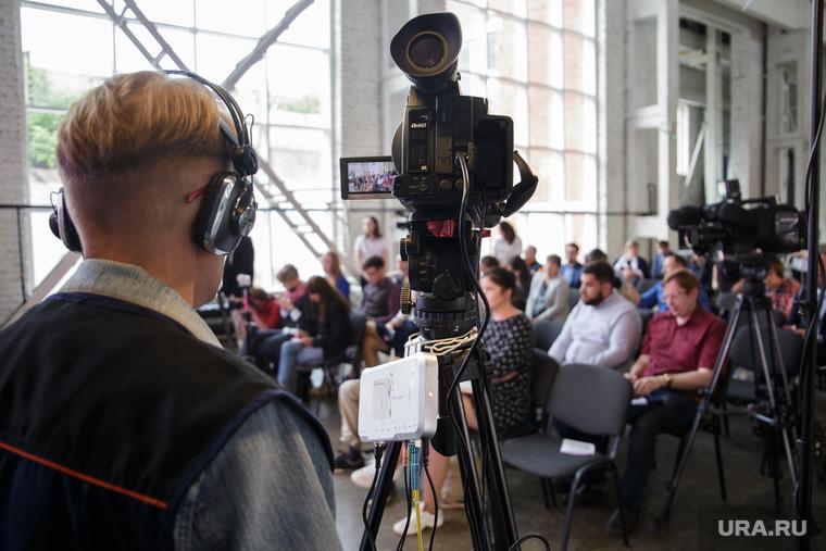 Пресс-конференция губернатора Максима Решетникова. Пермь, оператор, сми, журналисты, пресс конференция