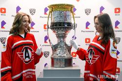 Кубок Хоккейной Лиги у офиса компании Ростелеком. Екатеринбург.