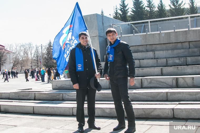 Первомайский митинг. Курган, кафеев евгений, прозоров игорь, 1 мая, флаг единая россия