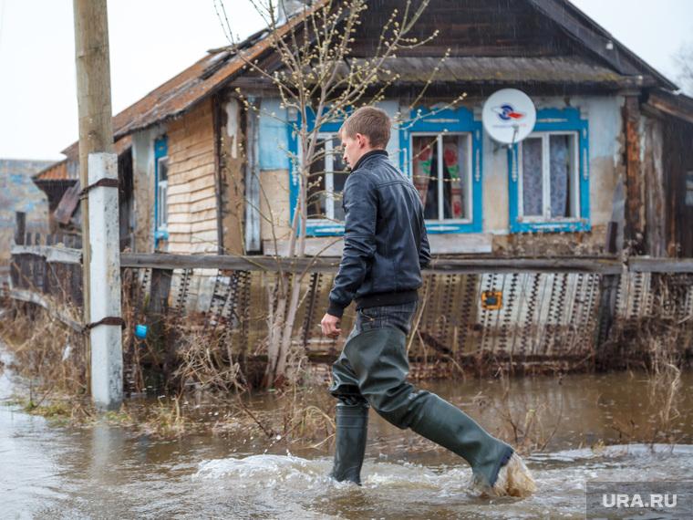Наводнение. Староуткинск, дом, деревня, резиновые сапоги, изба, наводнение, староуткинск, половодье