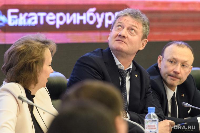 Совещание в полпредстве с главами регионов УрФО по экологии. Екатеринбург, екатеринбург , смотрит вверх, козицын андрей, алтушкин игорь