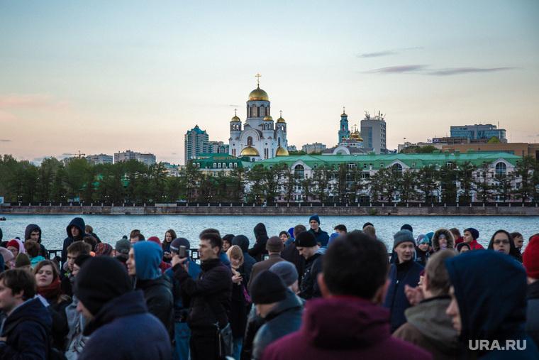 Восьмой день протестов против строительства храма Св. Екатерины в сквере около драмтеатра. (демонтаж забора) Екатеринбург, храм на крови, город екатеринбург