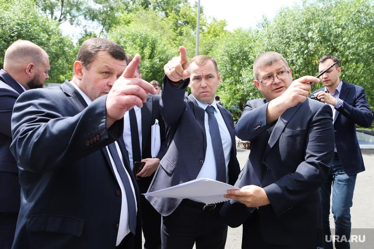 Визит врио губернатора Вадима Шумкова в Петуховский район. Курган, шумков вадим, арзин игорь, указывает пальцем