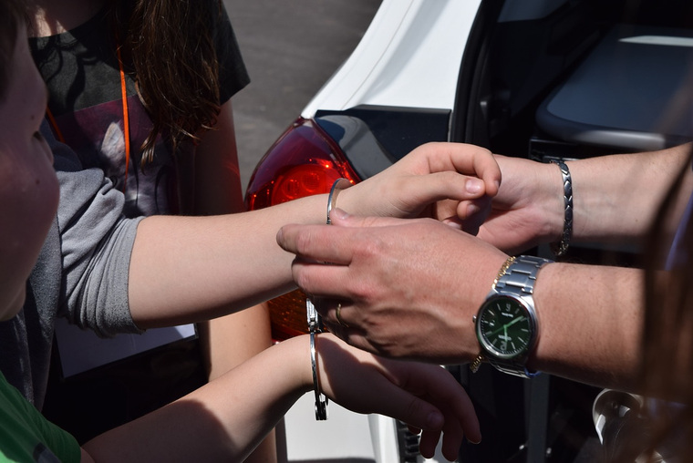 Открытая лицензия на 04.08.2015. Криминал., наручники, криминал, уголовное, задержание