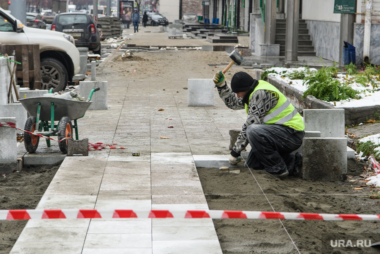 Уличный ремонт. Екатеринбург, тротуар, тротуарная плитка, укладка тротуарной плитки, гранитная плитка, ремонт, улица малышева, укладка тротуа, укладка плитки