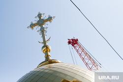 Крестный ход в честь Дня святых апостолов Петра и Павла и строительство Преображенского Собора. Салехард