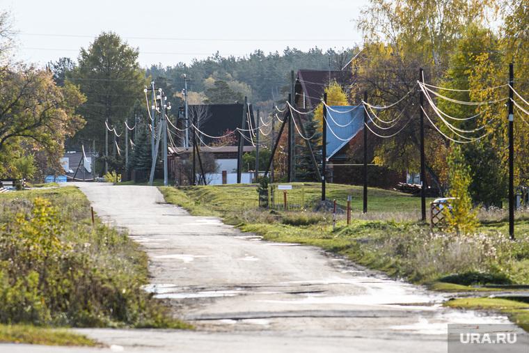Виды Верхней Сысерти. Свердловская область, деревня, деревенская улица, проселок