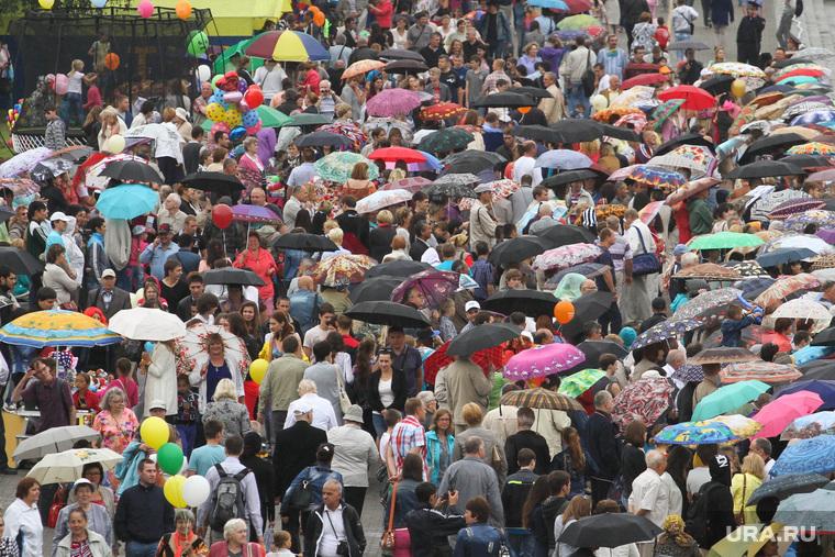 День города, Екатеринбург, 14.08.16, ливень, зонты, горожане, дождь, толпа