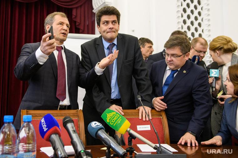 Встреча депутатов гордумы со сторонниками и противниками храма в сквере. Екатеринбург, володин игорь