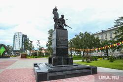 Мост влюбленных и памятник борцам революции. Тюмень