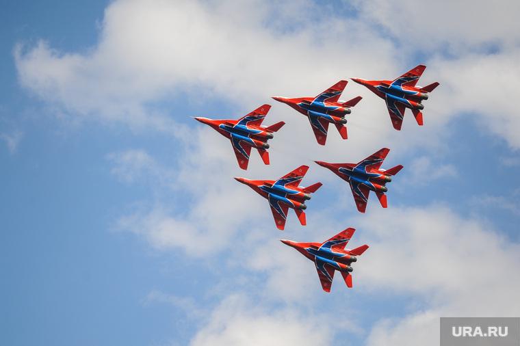 Летная группа Стрижи на авиашоу в честь Дня города. Челябинск