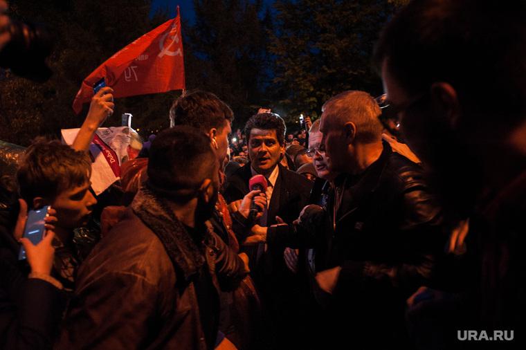 Четвертый день протестов против строительства храма Св. Екатерины в сквере у театра драмы.Екатеринбург