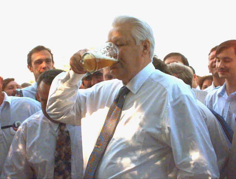 Борис Ельцин для Гусельникова из ТАСС. Публиковать НЕЛЬЗЯ! Москва, публиковать один раз