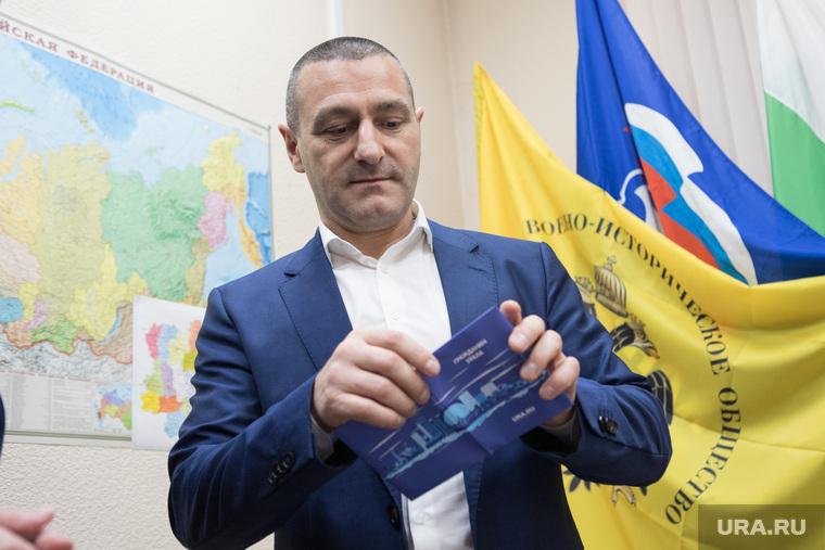 Вручение сувениров  от ura.ru. Курган, ильтяков александр