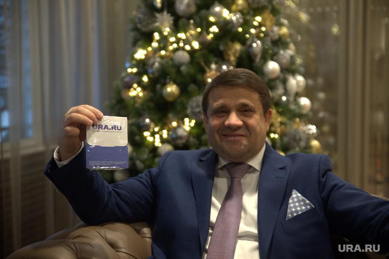 Вручение подарков от URA.ru Владимиру Пискайкину и Ларисе Невидайло. Тюмень, пискайкин владимир