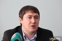 Глава Управления антимонопольного и тарифного регулирования топливно-энергетического комплекса ФАС Дмитрий Махонин во время пресс-конференции. Пермь