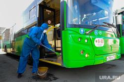 Городской общественный транспорт. Мойка и санитарная обработка автобусов. Челябинск