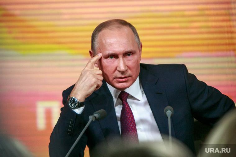 Ежегодная итоговая пресс-конференция президента РФ Владимира Путина. Москва, портрет, жест, путин владимир, думать надо, палец у виска