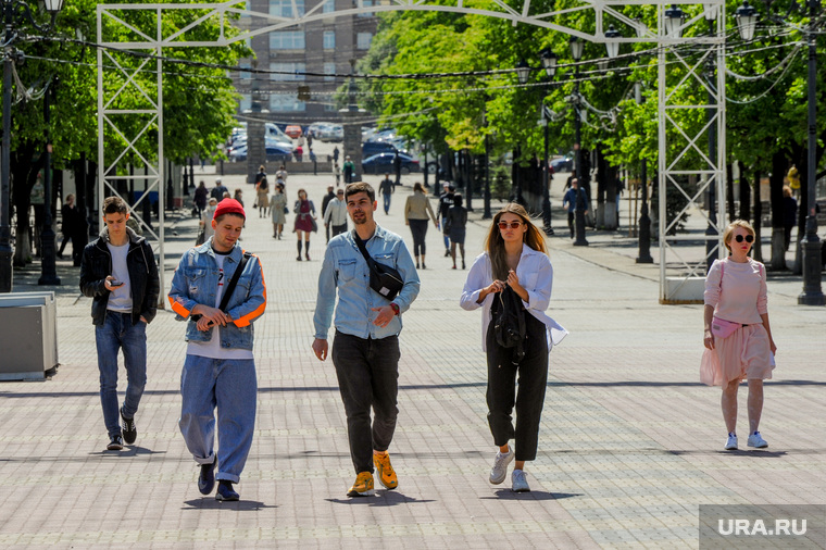 Низкий уровень самоизоляции. Обстановка в городе во время эпидемии коронавируса. Челябинск