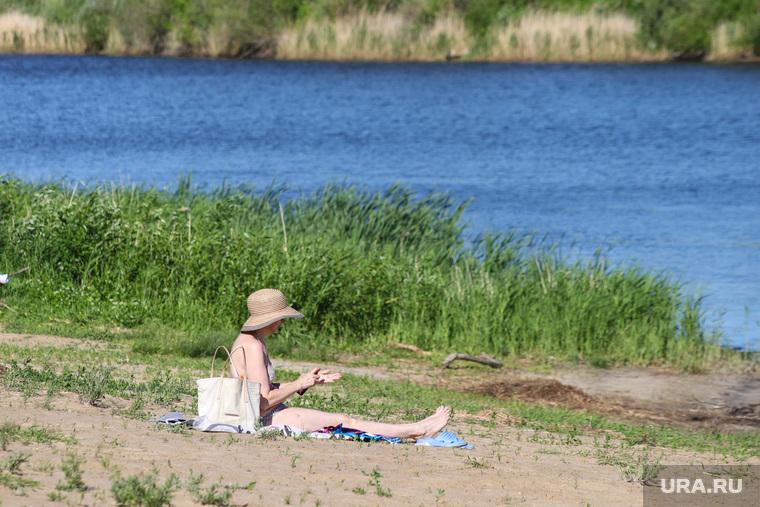 Пляжный сезон.  Курган , пляж, река тобол, купание, лето в городе, теплая погода, пляжный сезон