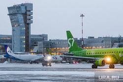 "Аэропорт ""Кольцово"" во время снегопада. Екатеринбург"