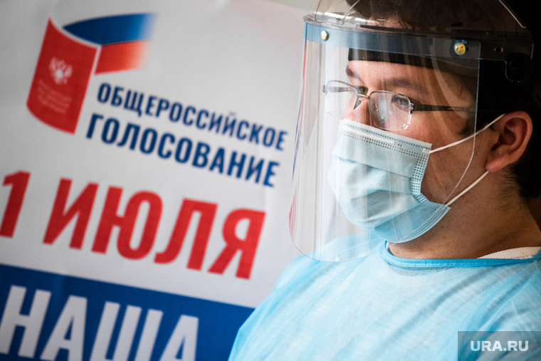 Презентация модельного участка для голосования в Гимназии №104. Екатеринбург, конституция, медицинская маска, голосование, маска на лицо, поправки в конституцию, общероссийское голосование, защитный экран, коронавирус, противоэпидемические меры, пандемия коронавируса, 1июня