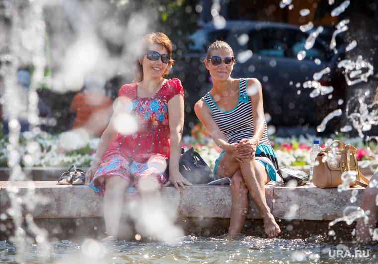 Жизнь Екатеринбурга в жару, фонтан, лето