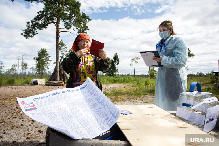 Голосование на хантыйском стойбище. Сургутский район, стойбище, ханты, аборигены, кмнс, голосование, поправки в конституцию