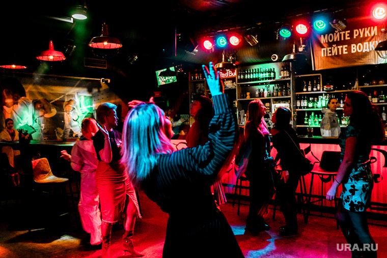 Вечеринка COVID-19 в баре In da USA. Тюмень, танцпол, танцы, in da usa