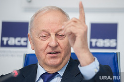 Пресс-конференция, посвященная юбилею первого губернатора Свердловской области Эдуарда Росселя. Екатеринбург
