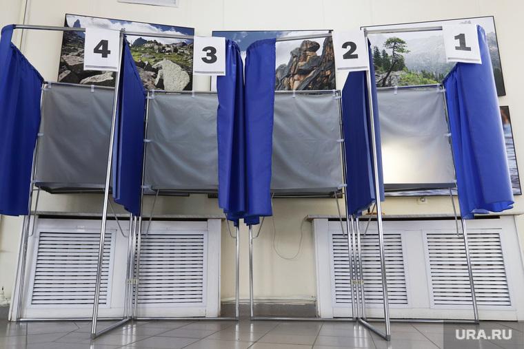 Общероссийское голосование по поправкам в Конституцию России. Курган , голосование, кабинка для голосования, поправки в конституцию, общероссийское голосование, участок голосования, пустые кабинки голосования