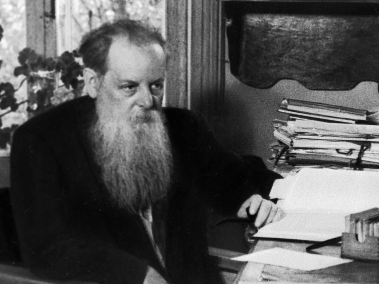 Писатель-сказочник Павел Петрович Бажов (1879-1950) в рабочем кабинете (НА ОДНУ ПУБЛИКАЦИЮ)