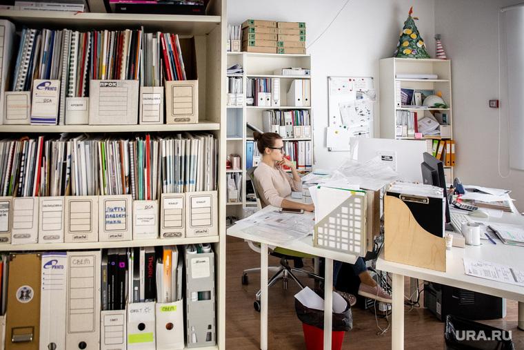 Архитектурная студия «ROCK» Екатеринбург, работа в офисе, архитектурная студия rock, папки с документами