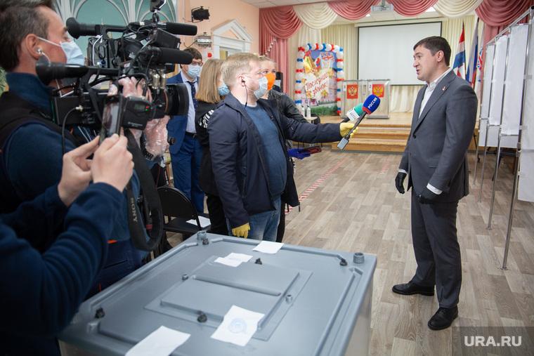 Губернатор Перми Дмитрий Махонин на голосовании по поправкам в Конституцию России. Пермь, махонин дмитрий, общероссийское голосование