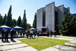 Прощание с Еленой Дерягиной в Екатеринбургском крематории. Екатеринбург