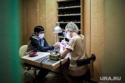 Маникюр в салоне красоты во время пандемии коронавируса. Екатеринбург