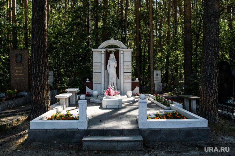 Широкореченское кладбище. Екатеринбург, широкореченское кладбище, шарапова екатерина могила