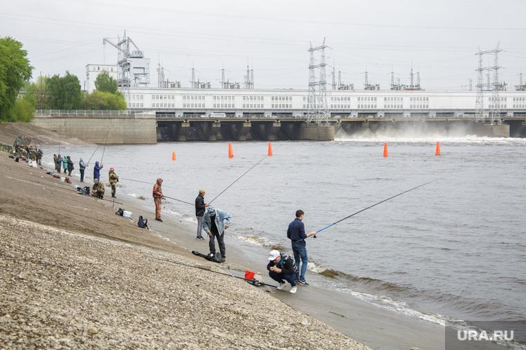 Рыбаки на Камской ГЭС. Пермь