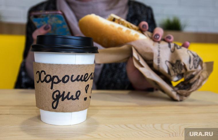 Уличная еда. Екатеринбург, хот-дог, стаканчик, кофе, хорошего дня