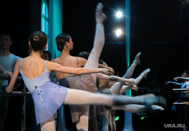 Открытый урок преподавателя классического танца Академии Русского балета имени А.Я. Вагановой Фетона Миоцци. Сургут, балет
