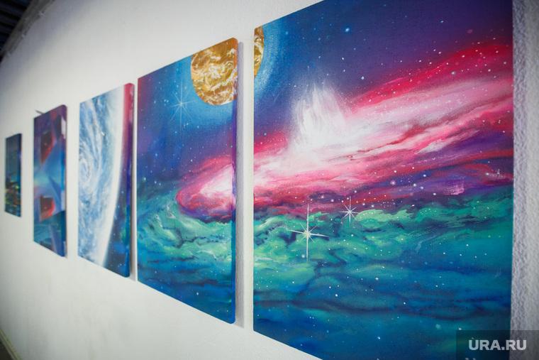 Выставка Григория Районова «От атома до Вселенной» в галерее «Свитер». Екатеринбург
